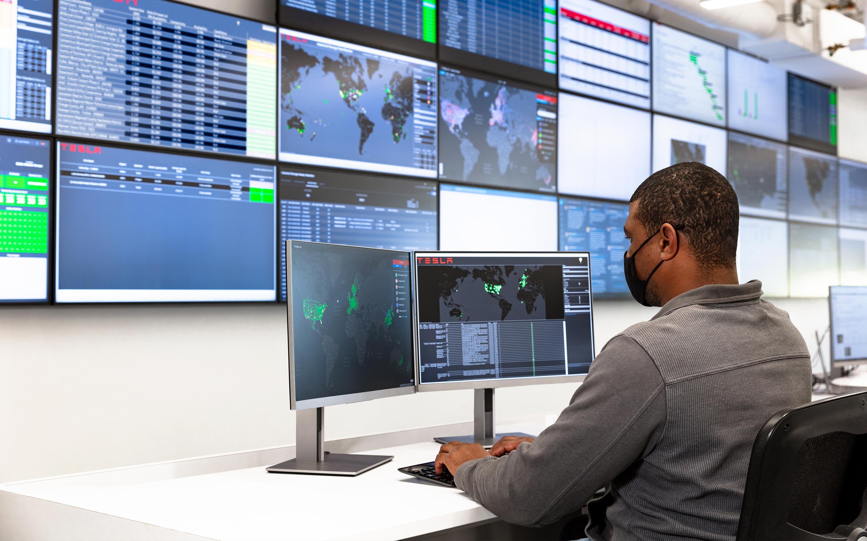 Sites de surveillance pour les employés Tesla au centre de gestion du réseau