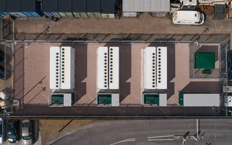 Vue aérienne d'une installation de Megapack à Holes Bay, Royaume-Uni